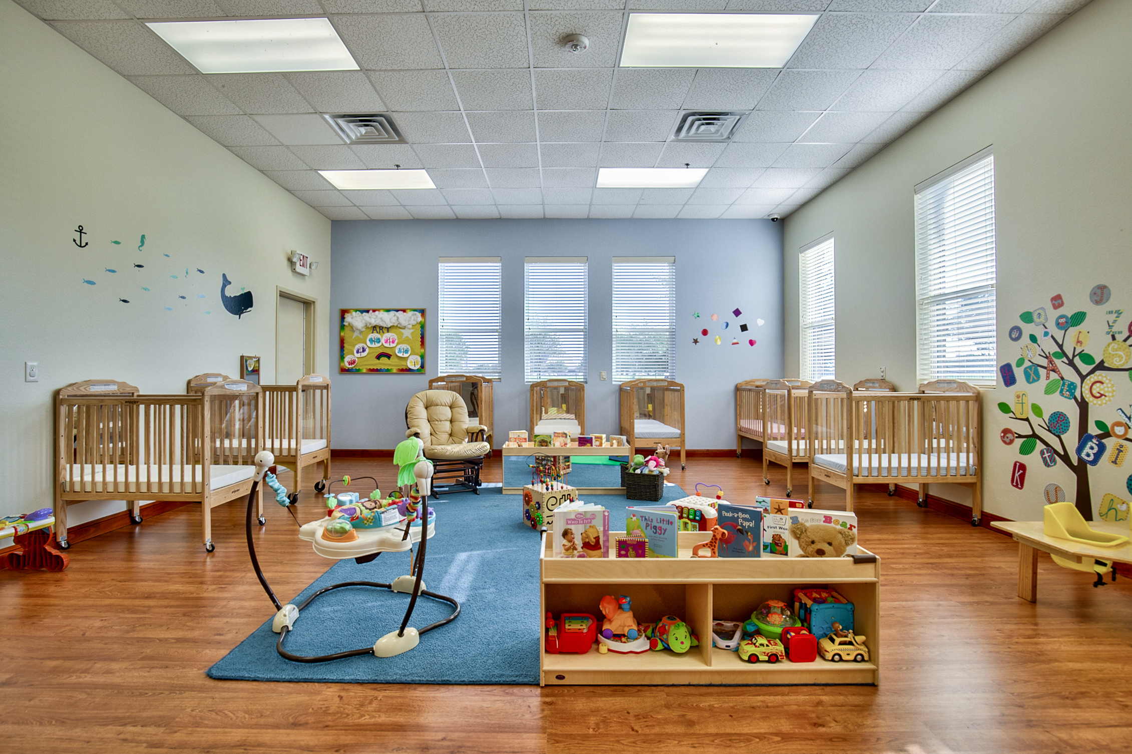 Infants program oak brook school allen oak brook for Interior design 6 months course